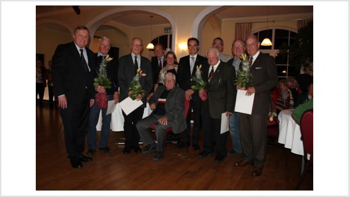 Landesvorsitzender Ingbert Liebing ehrt Mitglieder für 430 Jahre Treue zur CDU Schönberg